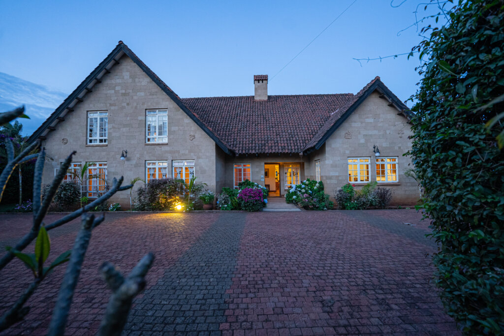 4 Bedroom House with Mature Garden